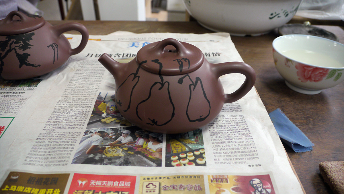 Yi Xing teapot carved by the Master